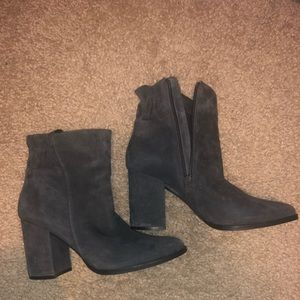 Shoes - Grey heeled bootie